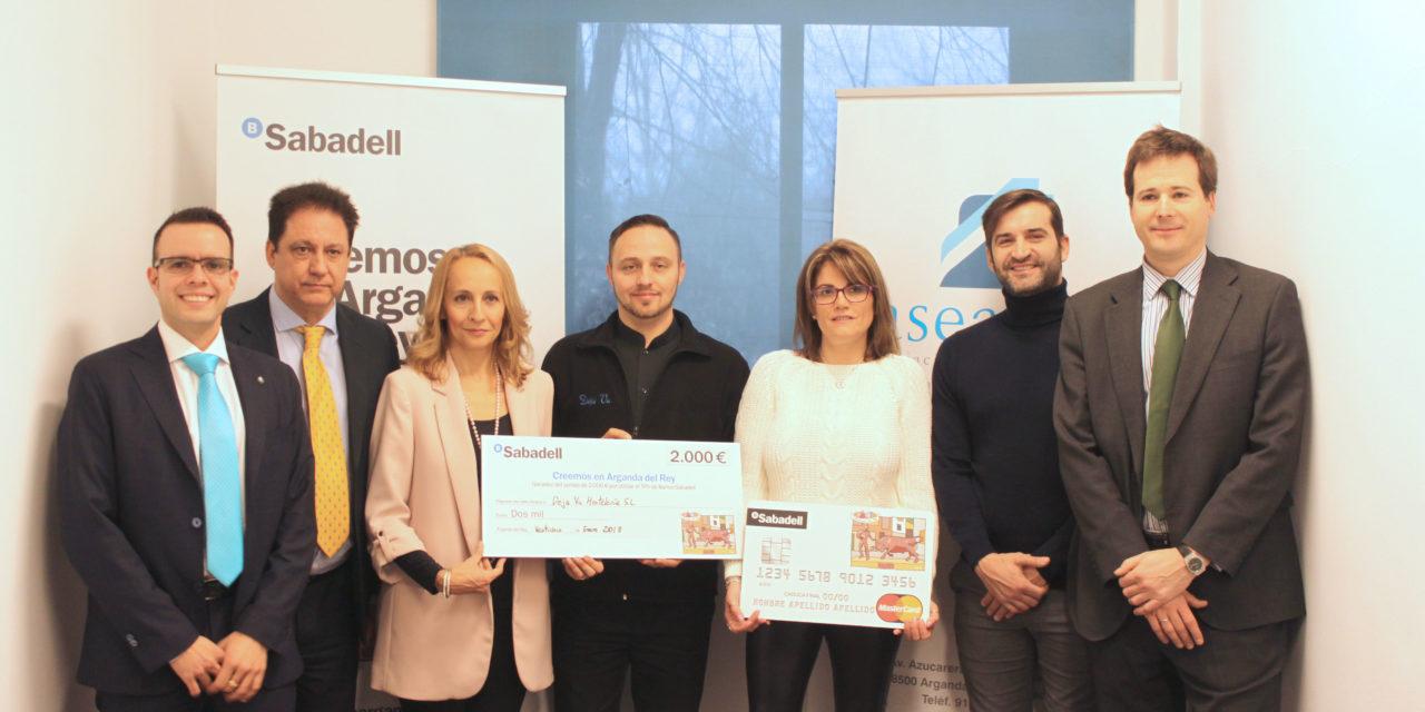 Entregados los cheques de la campaña de Banco Sabadell «Creemos en Arganda»
