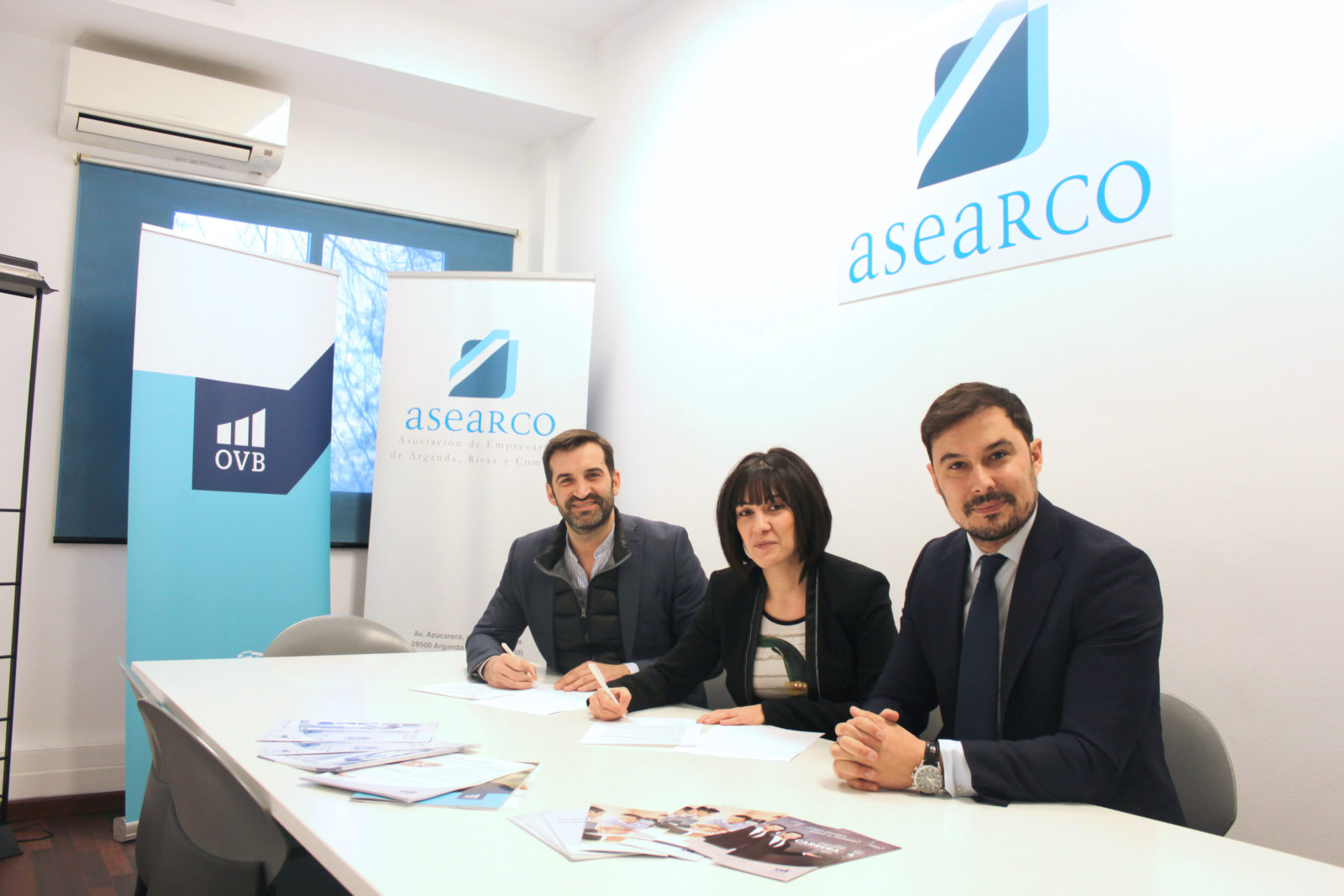 En la imagen, David París, presidente de ASEARCO, Ana Mª Redondo, Consultor Financiero Independiente e Ignacio Segura, Director de Agencia para OVB Allfinanz.