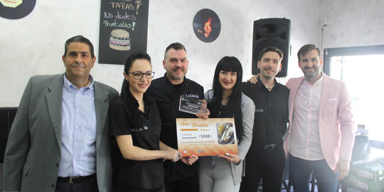 Arganda entrega un premio al Restaurante Brasa D'Or La Choco, autor de la tortilla más valorada por los consumidores