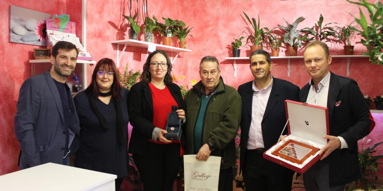 Floristería Detalles ganó el Concurso de Escaparatismo de Arganda recreando un ambiente hogareño 'vestido de Navidad'