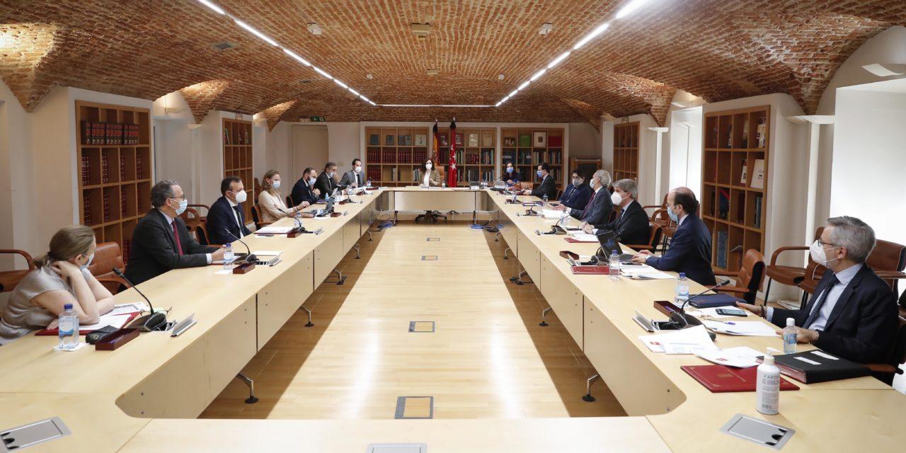 El Plan de Reactivación económica regional apuesta por la reducción burocrática, el impulso de la industria, la digitalización y  una campaña de promoción turística