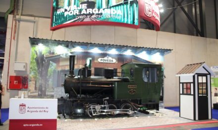 Una locomotora de vapor 'recorre' el estand de Arganda del Rey en FITUR